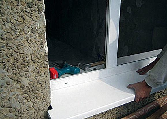 Как утеплить подоконник пластикового окна.